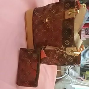Louis Vuitton Amber signature tote